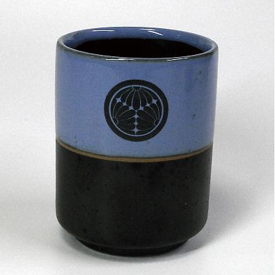 家紋入り均窯(きんよう)コブ茶湯のみ正面