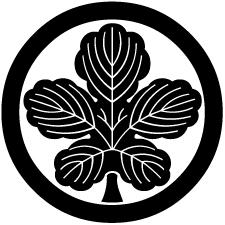 丸に梶の葉紋