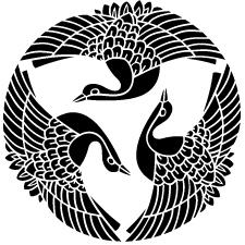 三つ飛び鶴紋