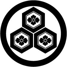 丸に三つ盛り亀甲に花菱紋