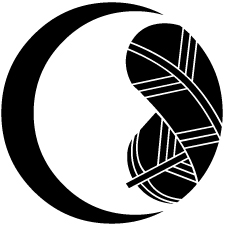 月に折り鷹紋