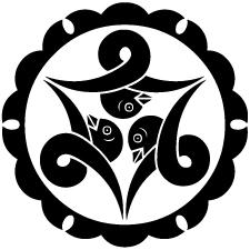 外雪輪に頭合わせ三つ結び雁金紋