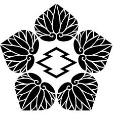 五つ葵に中陰松皮菱紋