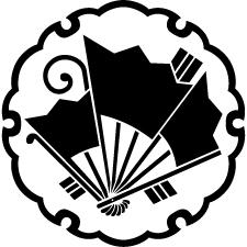 雪輪に揚げ羽扇蝶紋